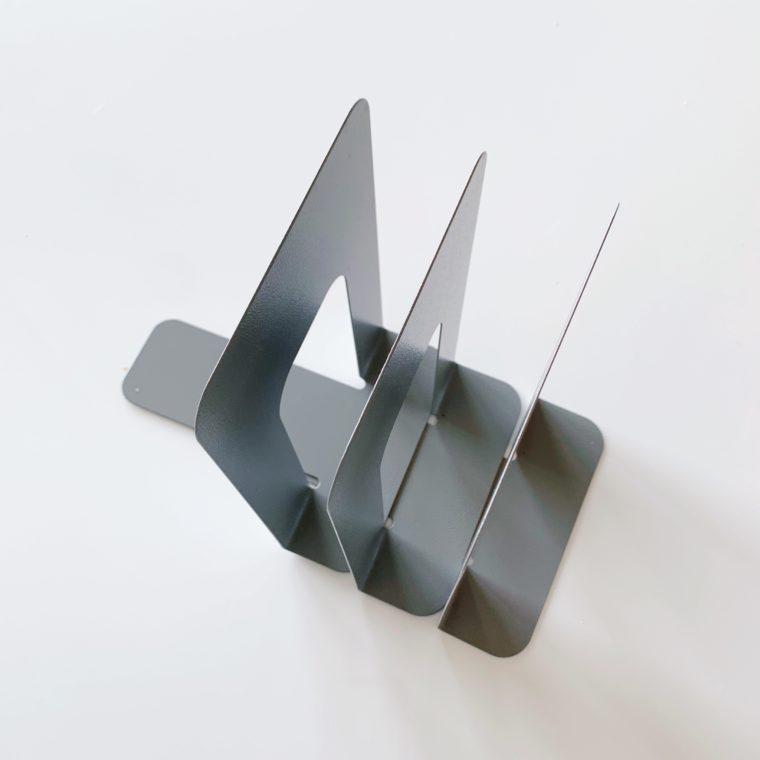 鉄製のブックエンド