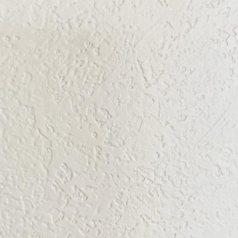 ボコボコした壁紙