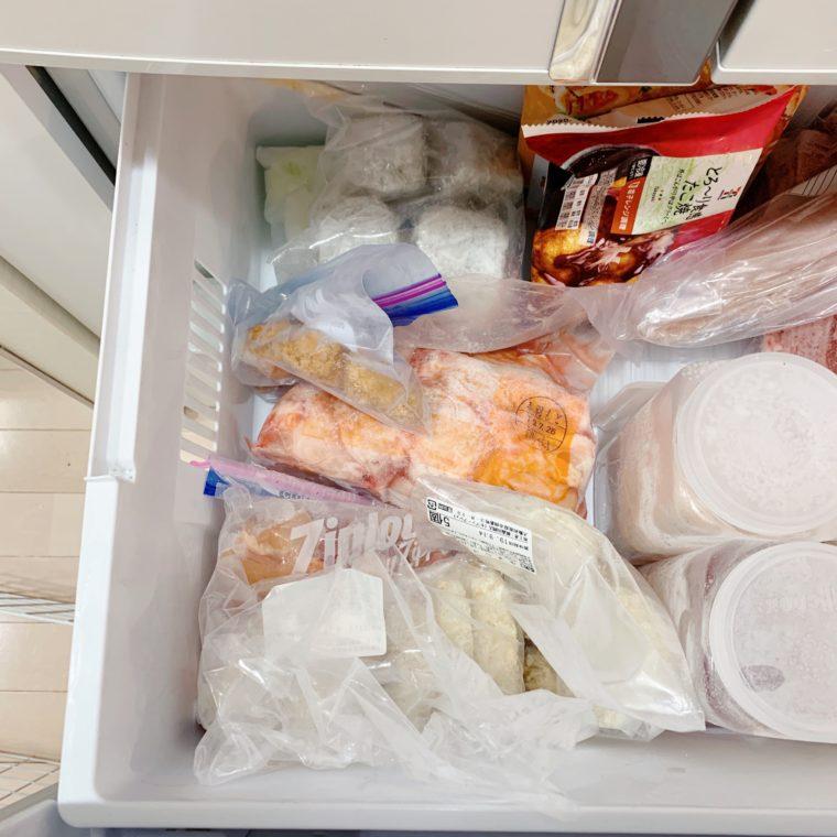 グチャグチャになった冷凍庫内