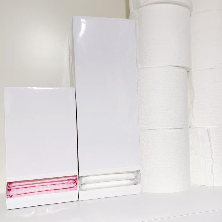 トイレ収納庫に並べた紙袋ナプキンストッカー