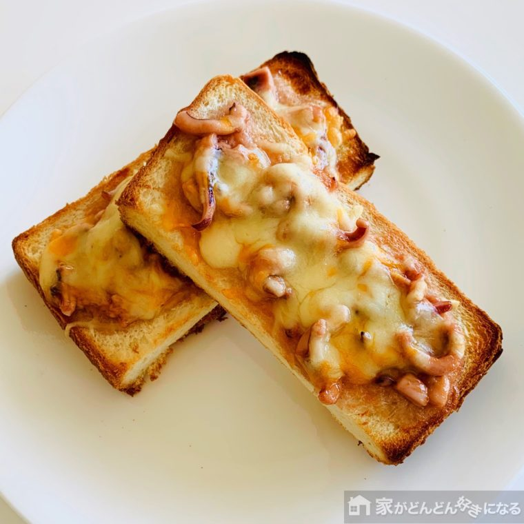 イカの塩辛を乗せた食パン