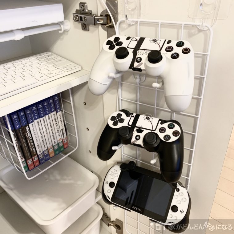 扉裏のゲームコントローラー